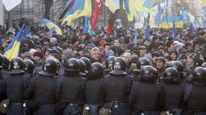 Cientos-opositores-bloquean-Gobierno-ucraniano_TINIMA20131203_0115_19